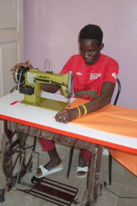 A Maison de la Gare sewing apprentice