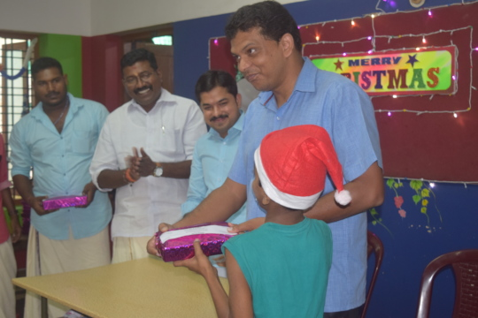 Distribution of stationary items