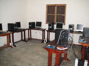 The temporary facility, with ten workstations.