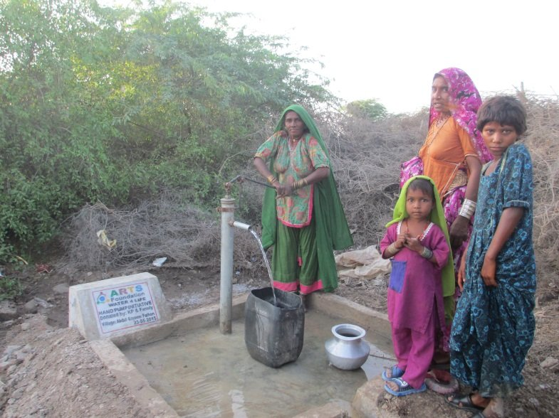 Water from Hand Pump, Clean and Easy