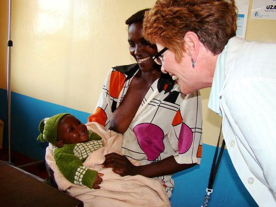 GHP volunteer working in Kisesini Clinic