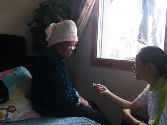 Hongmei interviewing Grandma