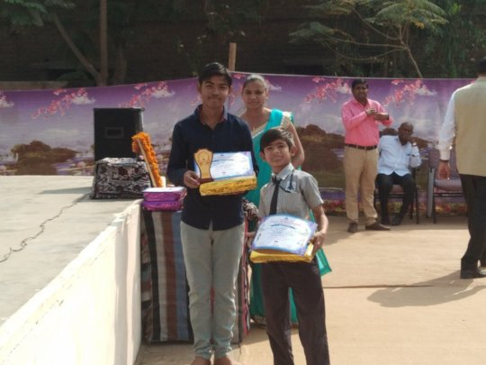 Students got award in Science Fair