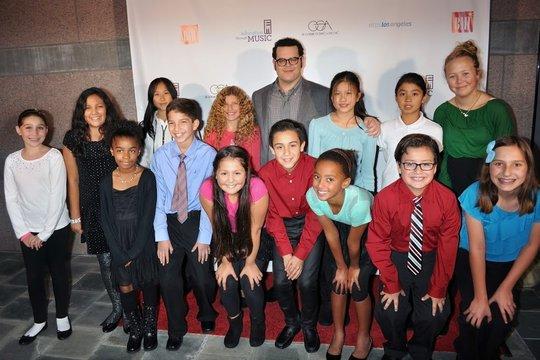 Mae C & students w/ Actor Josh Gad (Frozen)