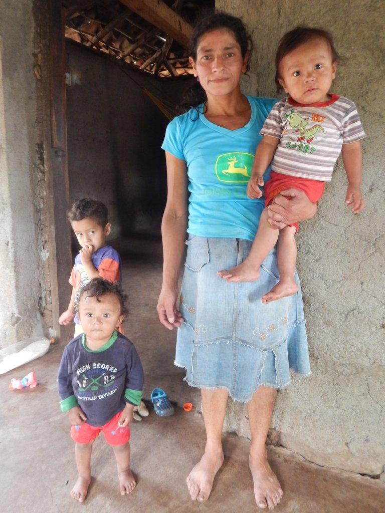 Enermila and her 3 children