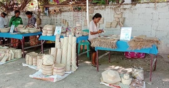 Artisans and their handicraft products