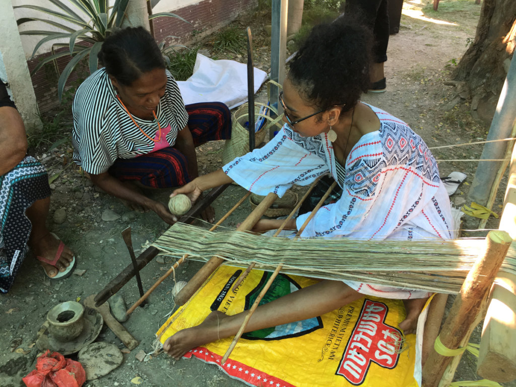 Atauro Handicraft Market - Rapin Hirik demo