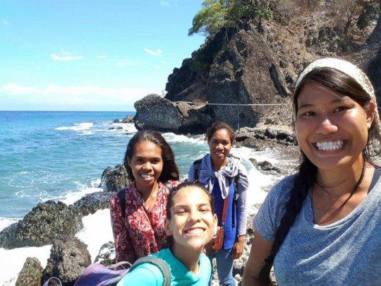 Walking to the Makili community