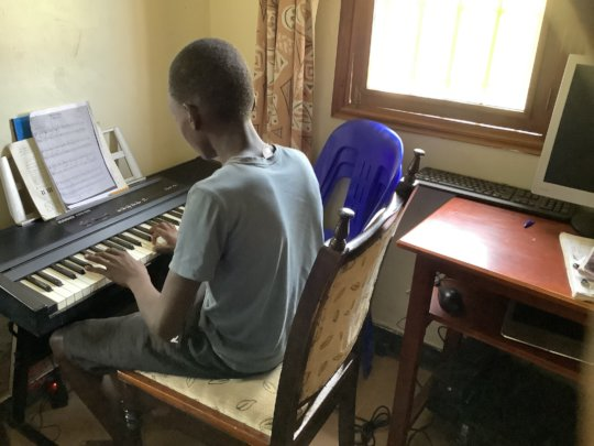 Akena having a piano lesson via Zoom