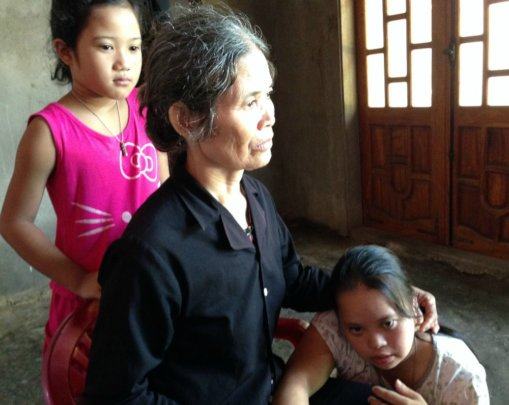 Mrs An and her daughter Thuy (right)