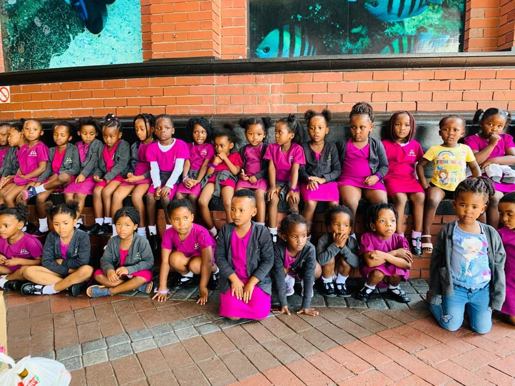 Molo Mhlaba Class photo at the Two Oceans Aquarium