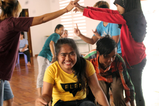 New students enjoy dance class