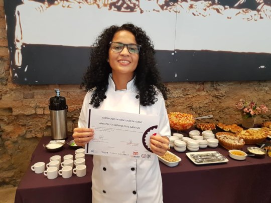 Paula with her diploma from Gastromotiva