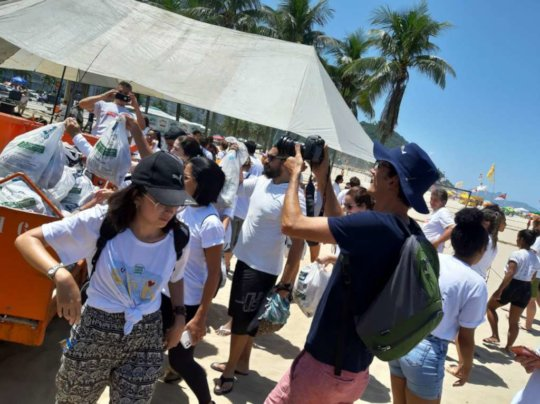 Leme Beach Cleaning with DLW'ers & volunteers
