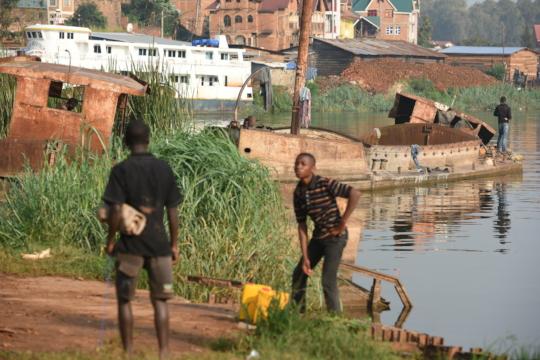 Two kids next to lake Kivu