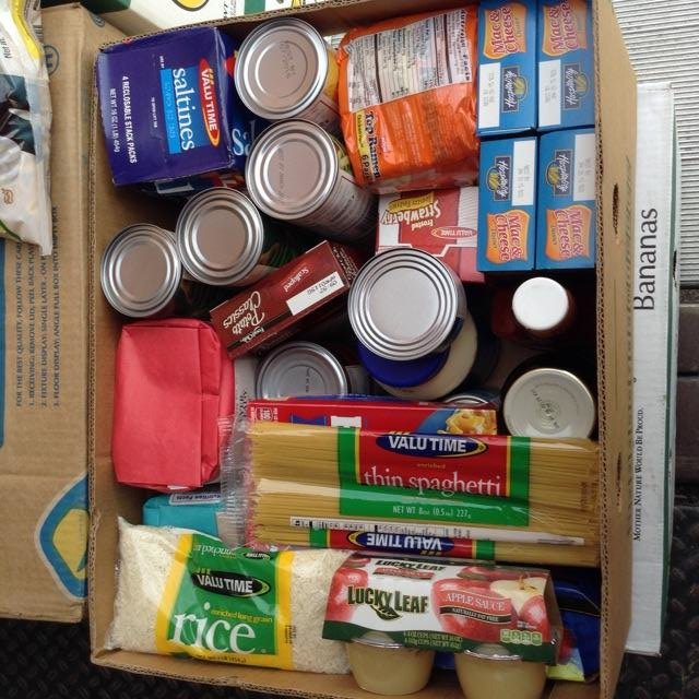 Combat hunger and feed 275 families in Tennessee