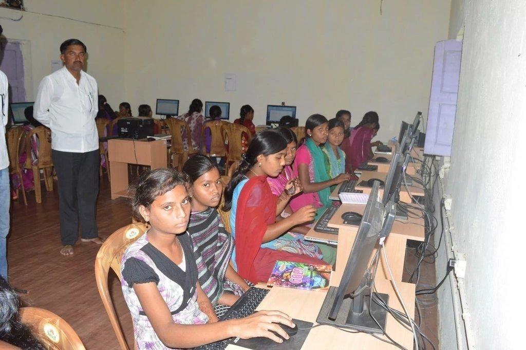 Rang De Bachpan for 200 Poor Children in Parbhani