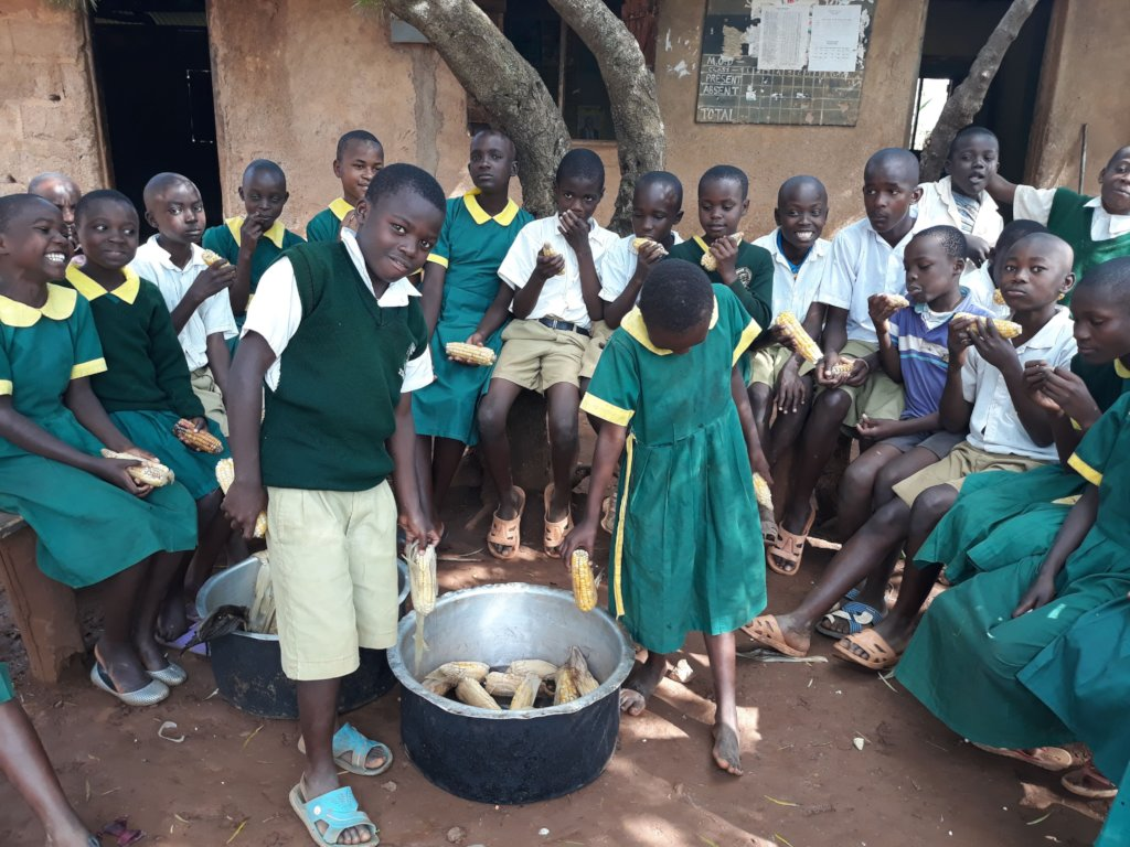 Feed 400 hungry pupils and youths by trainings