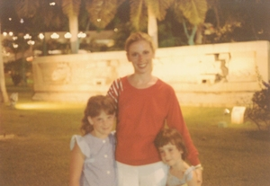 Laura & Halee Sage with their mother, Lynn Sage
