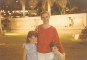 Lynn Sage with daughters Laura and Halee