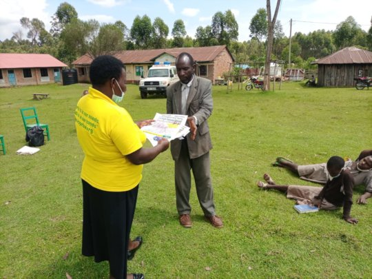 Gladys from HFAW, handing over posters Machuriati