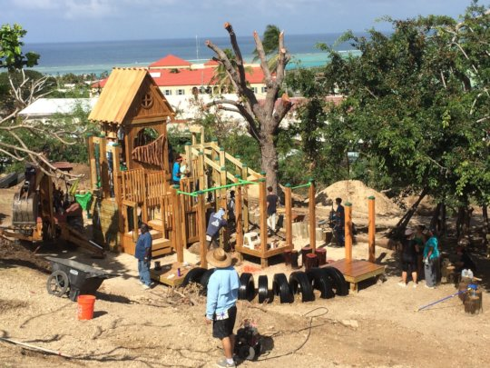 Community builds Healthy Play Spaces!