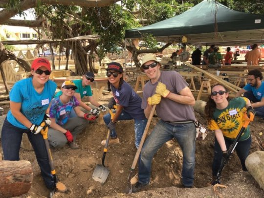 LaRoche College Ministry of Service digs-in!