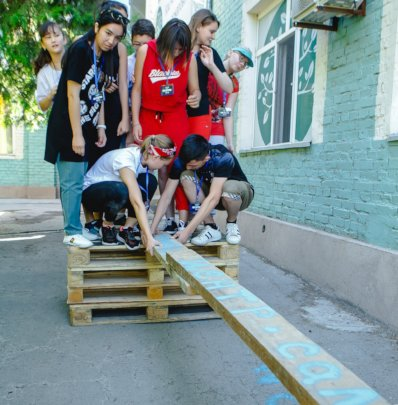 Team building with pallets and planks, Salem-style