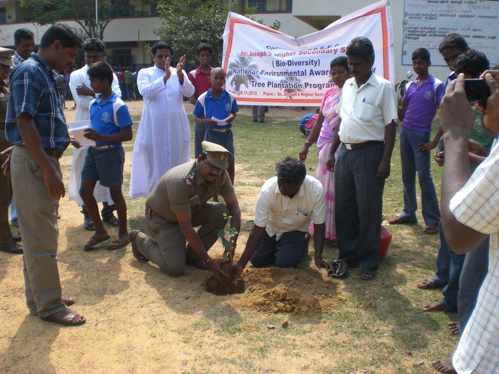 Plant 1000 trees in rural schools