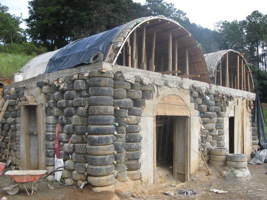 Front view of the first three rooms with the roof.