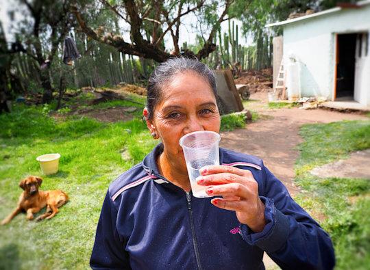 Drinking freshly filtered rainwater in Pozo Hondo