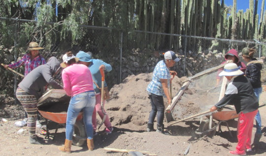 Mothers starting work at the school in Pozo Hondo