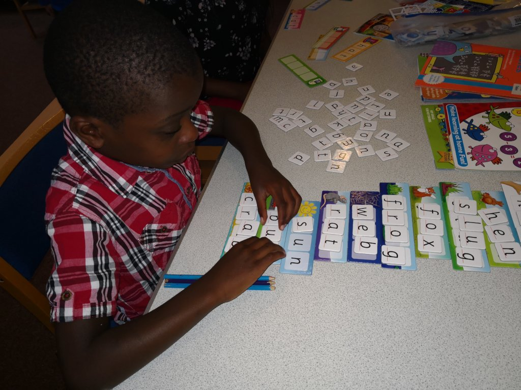 Learning words while playing with puzzles