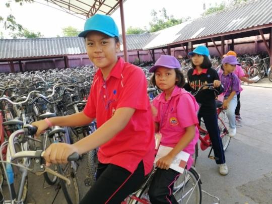 School aged children enjoying their field trip