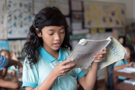 Catch-up student studying Khmer at ISF