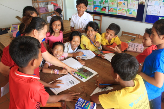 Students studying English at ISF