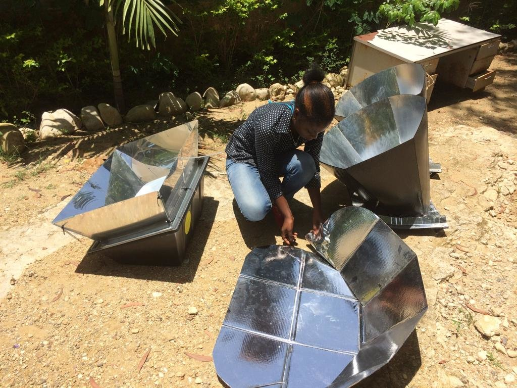 Setting up several solar cookers