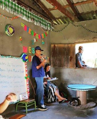 Majada Verde leader presents project during event