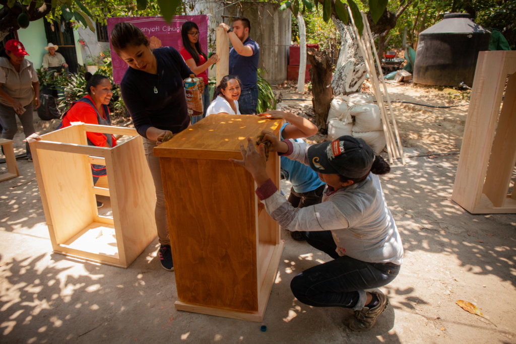 Women in Morelos building their own furniture