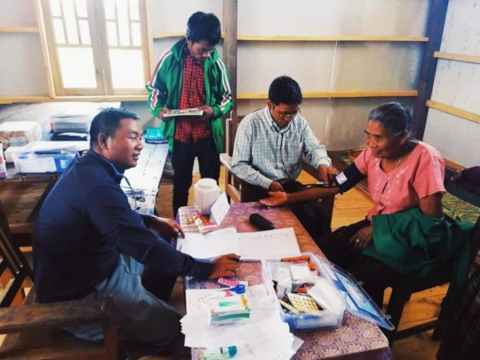 Dr Shwe Hu Lian running an outreach clinic