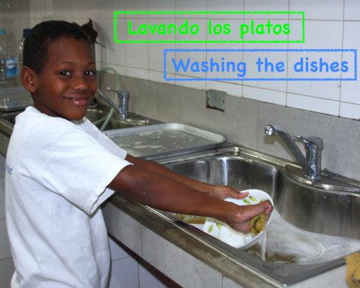 Washing dishes / lavando los platos