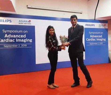 Muskan receiving an award for her presentation