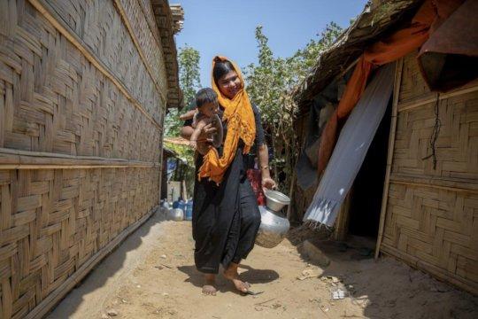 Sanjida, a young Rohingya refugee mother