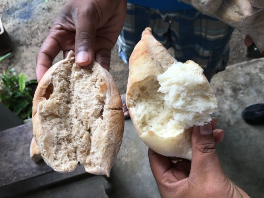 Mofo (bread) made with/without cricket powder