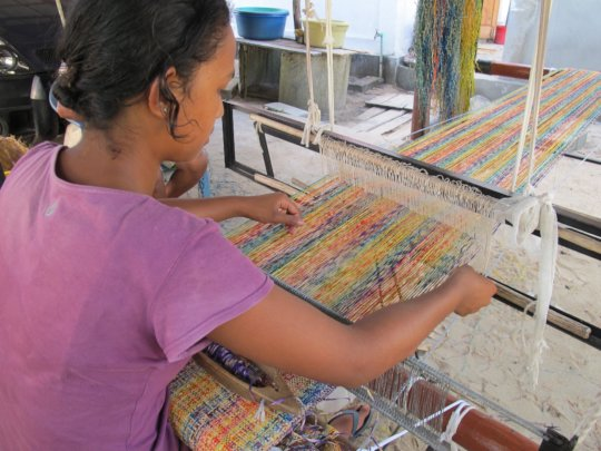 Artisan weaving on new SEPALI loom