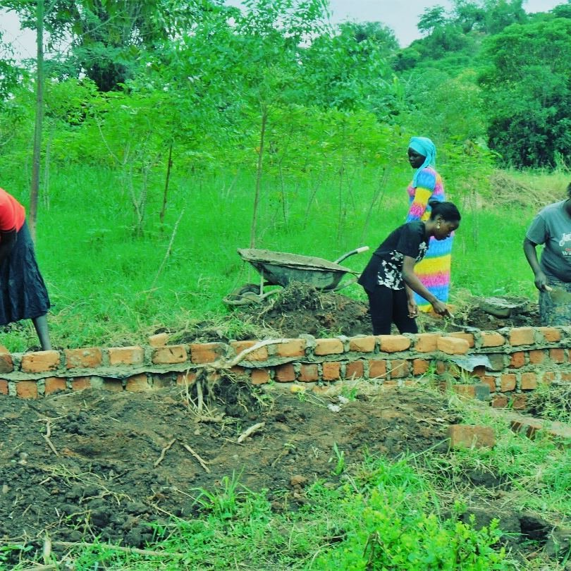 Build a Centreprise for 500 Ugandan women &Seniors