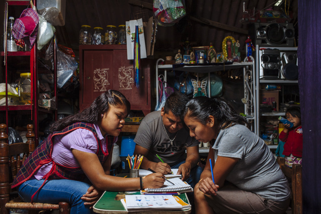 Literacy for Adults: Reading the World (Mexico)