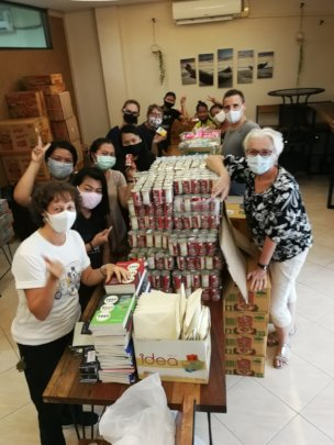 packing food aid