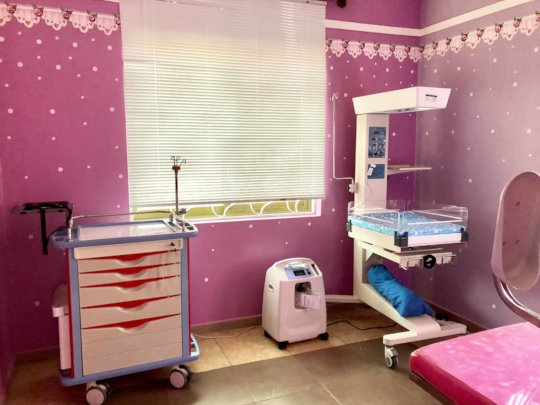 Baby warmer and resuscitation table