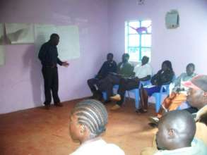 Ezra Kigondu leading a Citizen Reporter Training